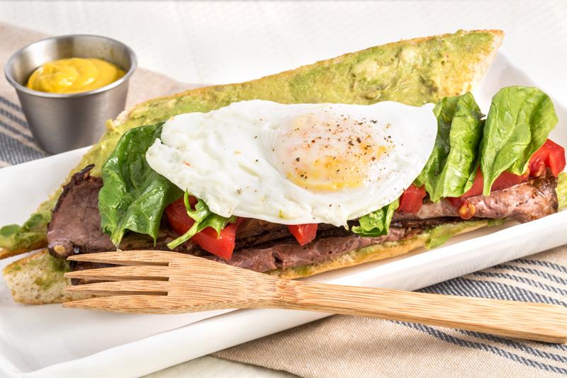 Sándwich de rosbif y vegetales