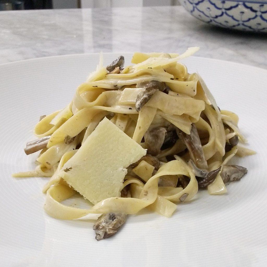 Pasta carbonara con hongos